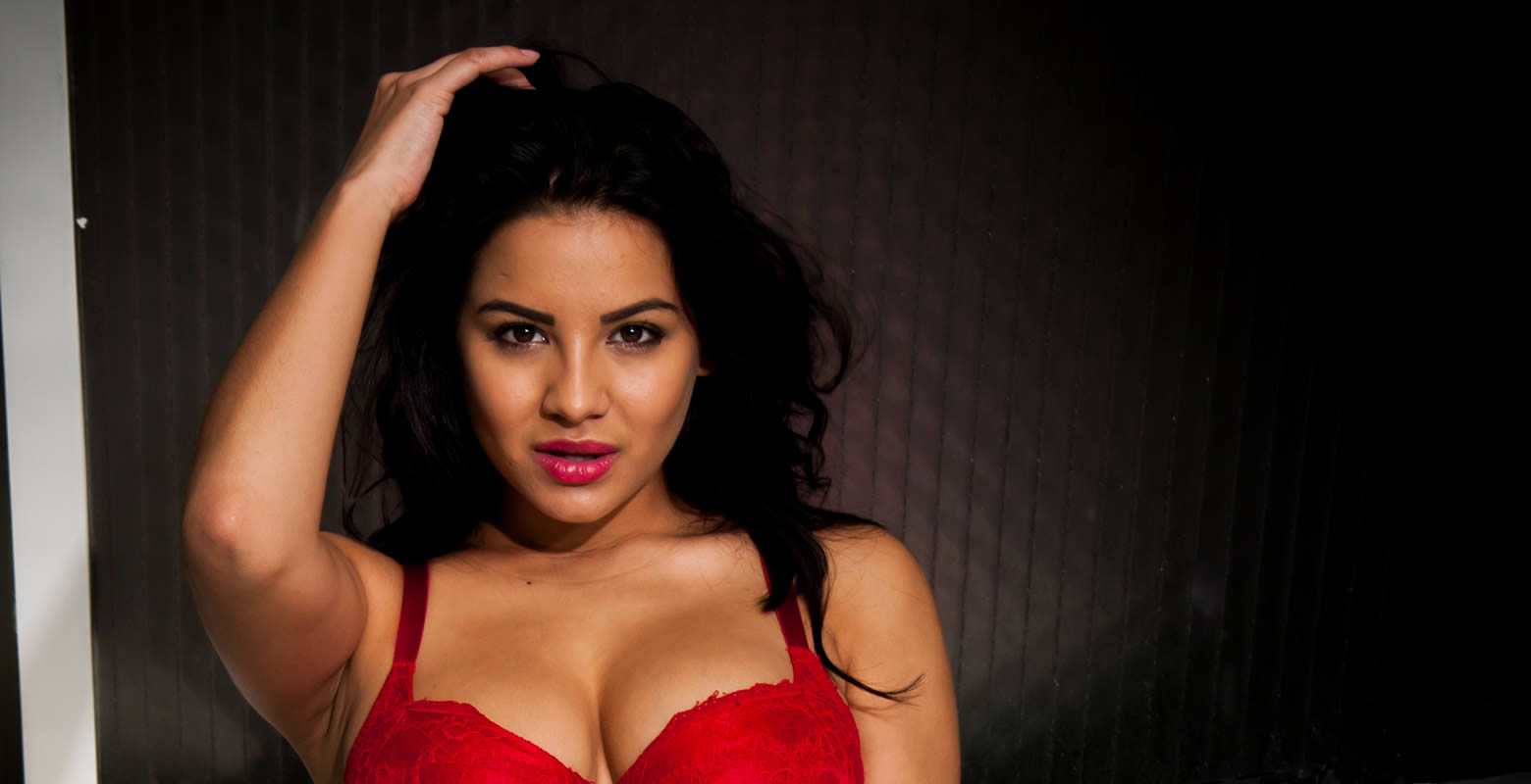 Lacey Banghard Online